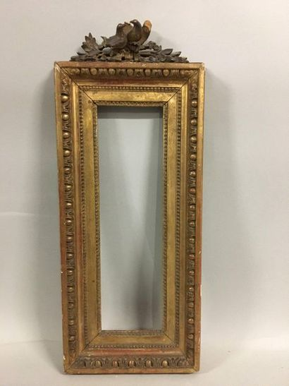 Sculpted and gilded oak frame decorated with...