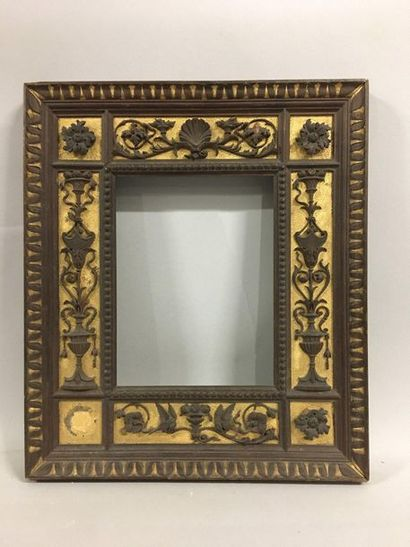 Cassetta frame in natural and gilded wood...