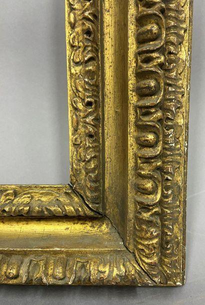 Cadre en tilleul sculpté et doré dit Carlo Maratta à décor de feuilles d'eau et...