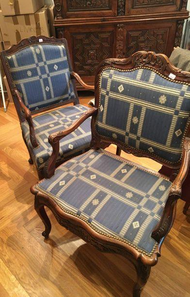 Paire de fauteuils  Style Régence  H: 98...