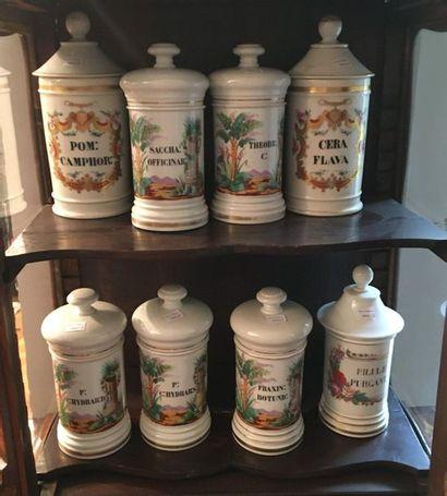Ensemble de pots de pharmacie en porcelaine...