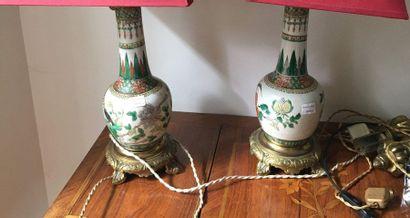 Paire de vases chine montées en lampes  Hauteur...