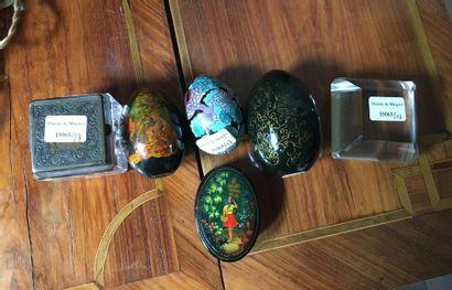 Encrier, œufs, boite, presse papier Vendu...