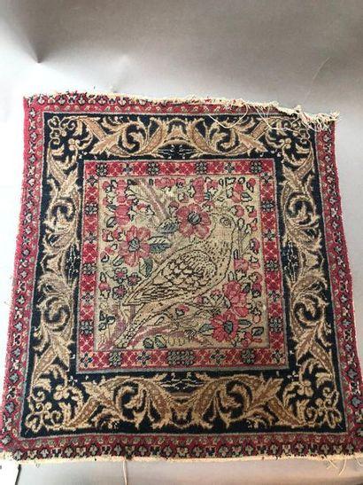 Petit tapis représentant un oiseau  50 x...