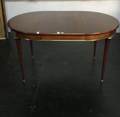 Table de salle à manger  Style Louis XVI...