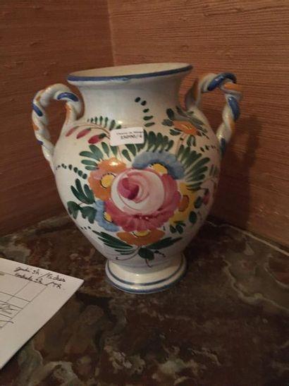 vase en faïence  H : 22 cm  LOT 4  Vendu...