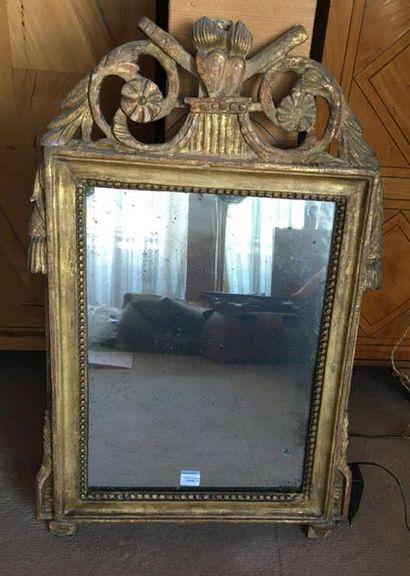Petit miroir à fronton en bois doré  Vers...