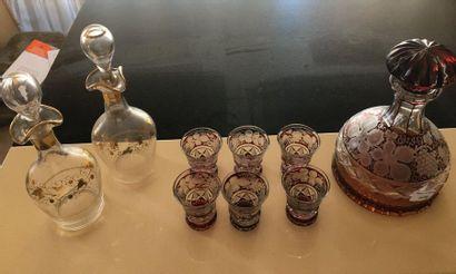 Verreries : 6 verres et une carafe  On y...