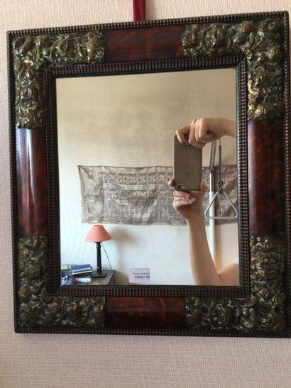 Petit miroir en corne et laiton estampé  Style...