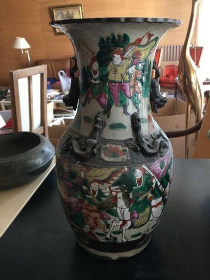 ASIE  Vase dragon  Vendu en l'état 33cm...