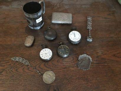 4 montres de poche, une bourse en métal,...