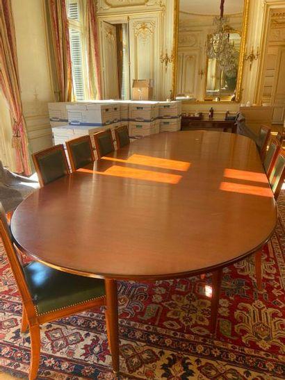 Importante table en acajou et placage d'acajou...