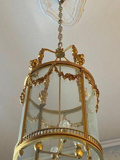 Lustre lanterne en métal et bronze doré style...