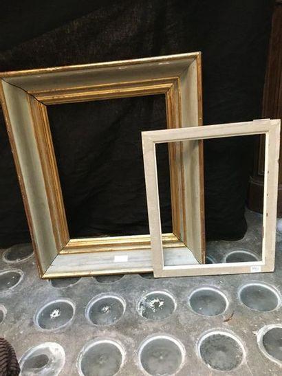 Un cadre 38x29 cm  On y joint un cadre baguette...