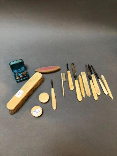 Ensemble d'instrument en os