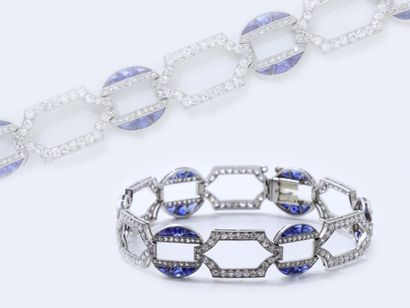 Élégant et délicat bracelet articulé en platine...