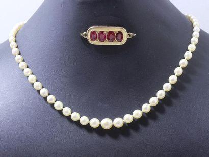 Collier composée d'une chute de perles de...