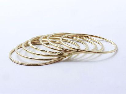 Lot en or 750 millièmes composé de 7 bracelets...