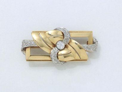 Broche plaque en or 750 et platine 850 millièmes,...