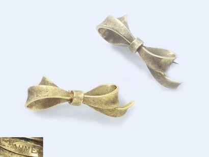 Broche en or 750 millièmes, à décor satiné...