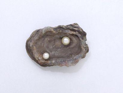 Broche en or 750 millièmes retenant une pierre...