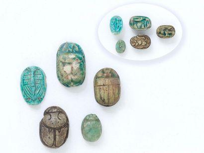 Lot de 5 sceaux-scarabées en faïence turquoise...