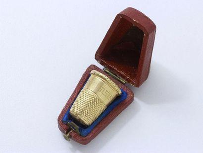 Dé à coudre en or 750 millièmes guilloché....