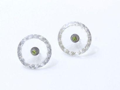 Paire de boutons en cristal de roche facetté,...