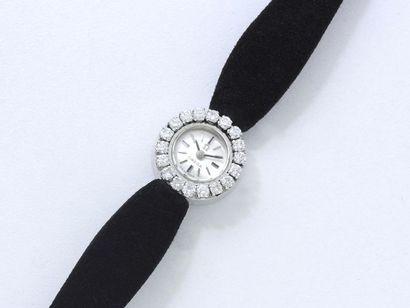 OMEGA. Montre bracelet de dame en or gris...