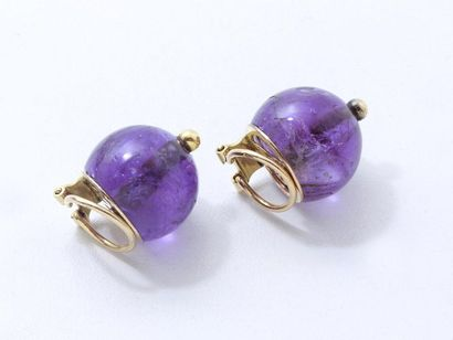 Paire de clips d'oreilles en or 750 millièmes habillés de perles d'améthyste en...