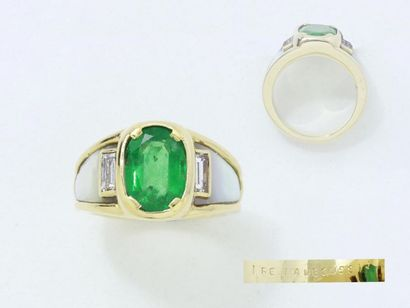 MAUBOUSSIN Mount. Ring in 750 thousandths gadrooned gold, adorned with a faceted...
