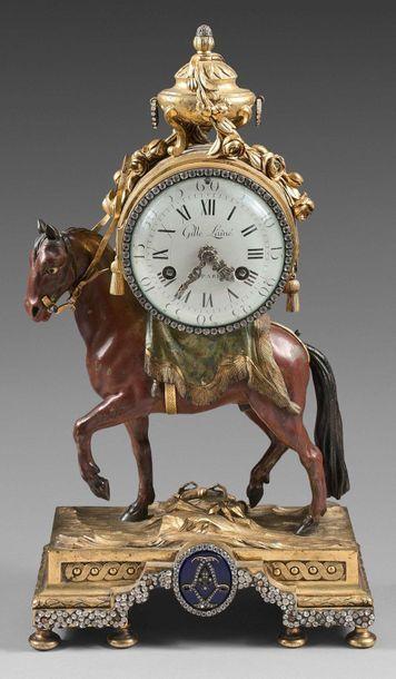 Pendule en bronze ciselé, doré et peint au...