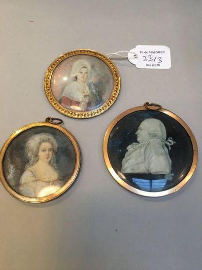 Lot de trois miniatures rondes peintes sur...