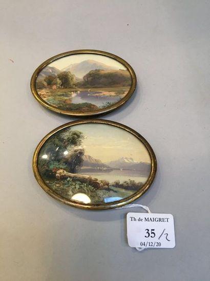 Paire de miniatures ovales peintes à la gouache sur papier, figurant des vues d'un...