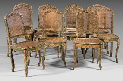 Suite de onze chaises à dossier plat en hêtre...