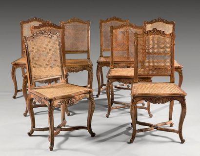 Suite de huit chaises de salle à manger à...