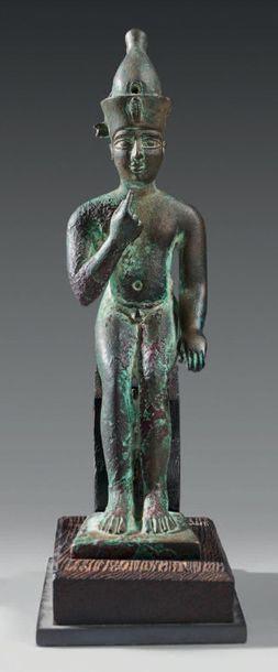 Statuette d'Harpocrate Horus assis coiffé...