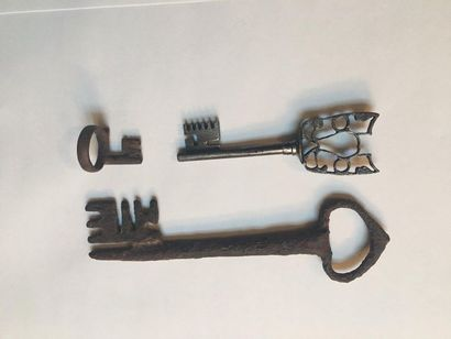 Lot de deux clefs dont une de type roman...