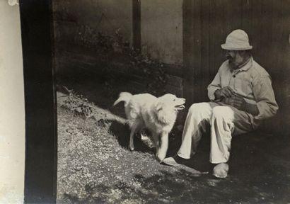 Constantin BRANCUSI (1876-1957) Brancusi jouant avec Polaire, c. 1921-1925 Épreuve...
