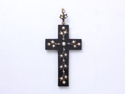 Pendentif croix en or 750 millièmes et onyx,...