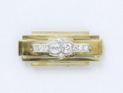 Broche plaque en or 750 millièmes à décor...