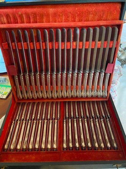 Lot comprenant 18 grands couteaux et 36 couteaux...