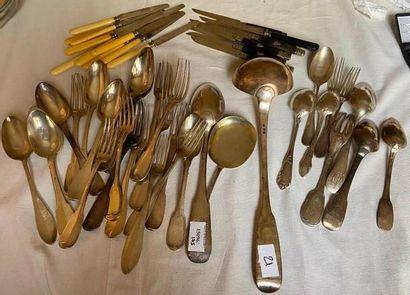 Fort lot de cuillères et fourchettes en argent...