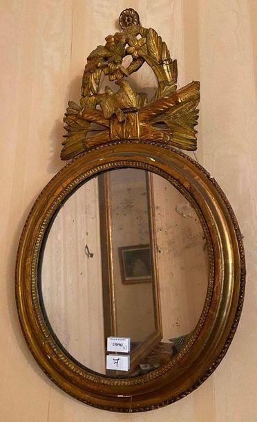 Miroir ovale à décor d'oiseaux, carquois...