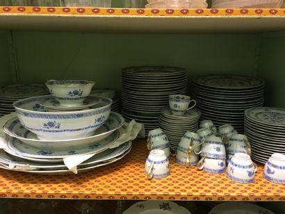 Partie de service table en porcelaine de...