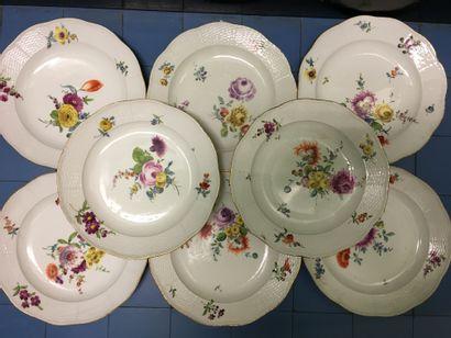 ALLEMAGNE. 19 assiettes rondes en porcelaine,...