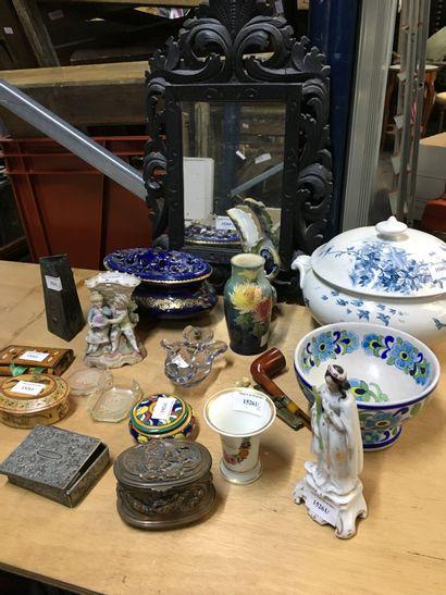 Lot de céramiques et bibeblots : soupière,...