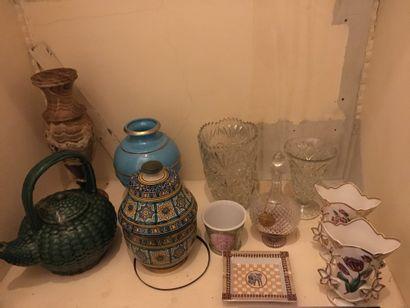Lot de vases dont un fond turquoise Dior,...