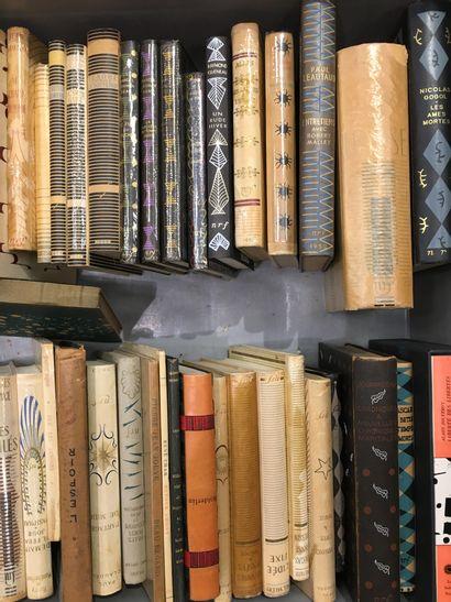 1 caisse de livres reliés NRF Littérature...