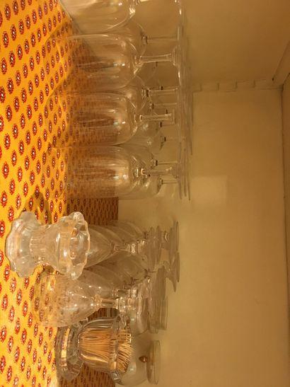 Lot de verreries dont verres à pieds Baccarat...